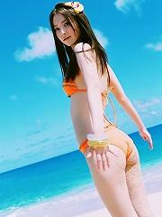 Gravure idol is incredibly beautiful in her bright orange bikini
