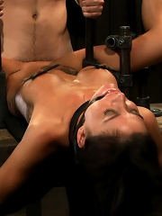 Milf made to squirt over...