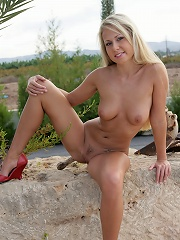 Renata loves to expose herself in the open