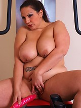 Watch this sexy BBW work herself out not only with weights, but with pussy-tingling and vagina penetrating action!