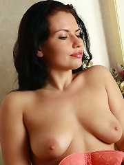 Curvy brunette babe spreading her legs showing naturally haired pussy