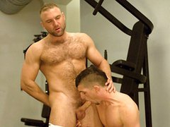 Free gay videos of two hairy muscle bears fucking in the gym