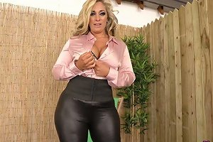 Fabulous Big Breasted Kellie Obrian Is Eager To Wank A Fake Cock A Bit