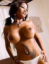 free asian gallery Asian babe on a bed plays...