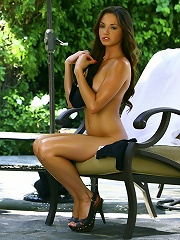 Hot Kelly gets naughty outside on the patio