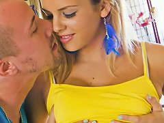 Sport Babe Keisha Grey Is Hitting On Her New Fitness Instructor