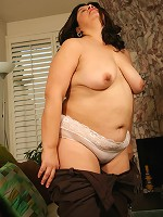 Plump dark-haired puss tests her brand-new sex toy