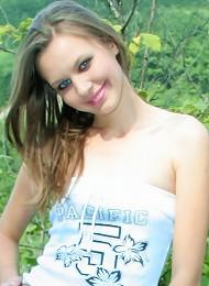 Sexy Naked Hottie In Her Garden Teen Porn Pix