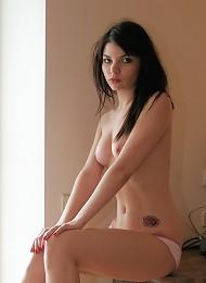 18yo Cutie Kaira Chatting With Her Friends & Stippinag Teen Porn Pix